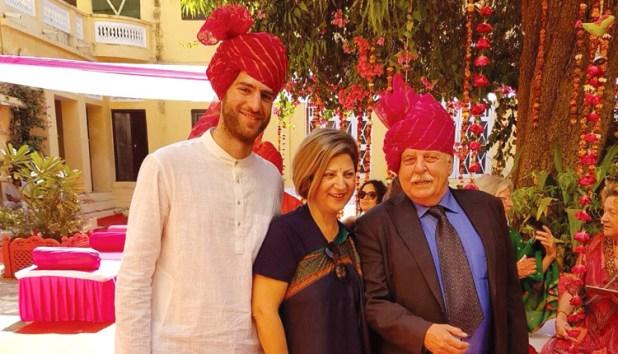 BOLLYWOOD, ΡΑΚΕΣ ΚΑΙ ΚΡΗΤΙΚΑ: Ο γάμος των Ξυλούρηδων στην Ινδία