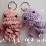 Llavero medusa amigurumi con patrón