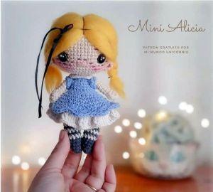 Muñeca amigurumi Mini Alicia patrón gratis