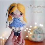 Muñeca amigurumi mini Alicia
