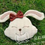 Patrón de cojín conejo feliz