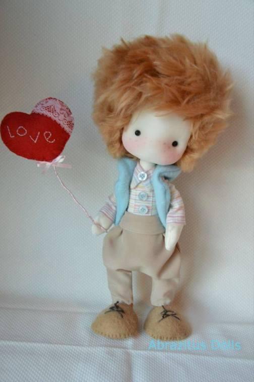 muñeco de tela enamorado