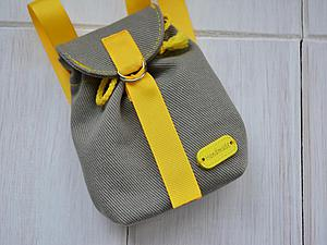 mochila para muñecos