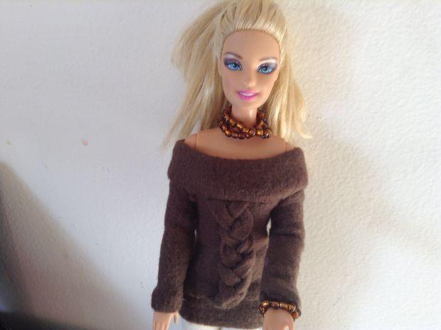 como-hacer-un-sueter-o-jersey-para-munecas-barbie