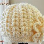 Gorro a crochet en punto puff en forma de espiga
