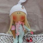 Patrón muñeca pequeña con gorrito