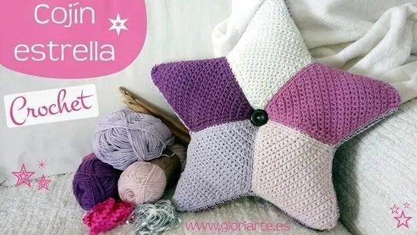 Cojín almohada en forma de estrella tejido a crochet