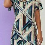 Vestido recto con manga y dobladillo de campana