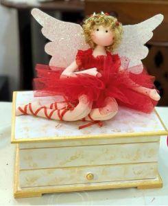 Muñeca hada san Valentín en joyero