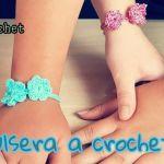 Pulsera de la amistad a crochet con flores