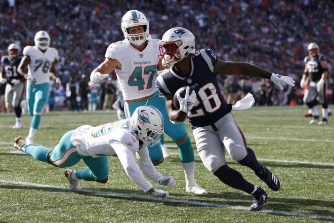 Patriots-Dolphins Week 14, Key Matchups, Who Has the Razor's Edge?