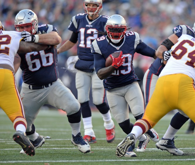 Patriots re-sign LeGarrette Blount