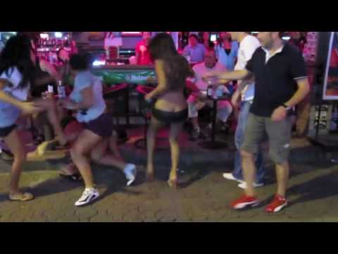 Thai Ladies Warfare Foreigner man on Pattaya Strolling Boulevard