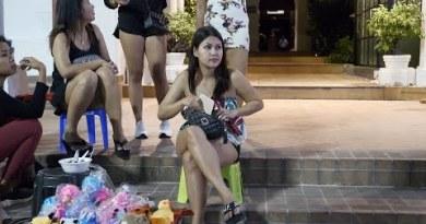 (4K) Other folk Staring at for Somebody, Seaside Toll road, Pattaya 2019