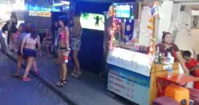 2014 Pattaya Girls Walking Motorway Thailand Nightlife