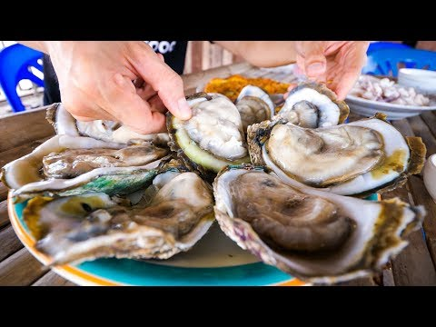 The Oyster King of Thailand – UNCLE TOM'S HUGE OYSTERS and Seafood at Floating Restaurant!