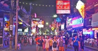 Walking Twin carriageway Pattaya in Thailand   Nightlife in Pattaya HD