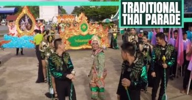 THIS IS SO EXTRAVAGANT! Outdated Thai Parade – Teaching & Living in Thailand // 227