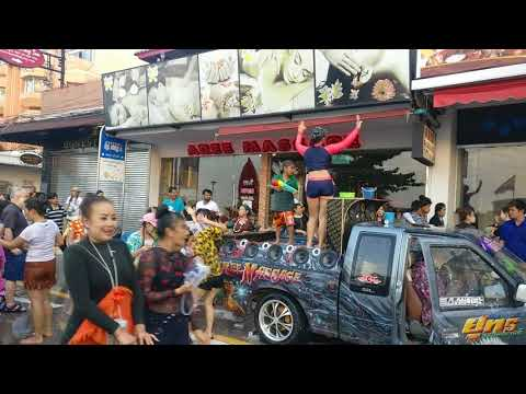 Songkran 2018 – avenue dancing to Thai music (Pattaya Seaside Avenue)