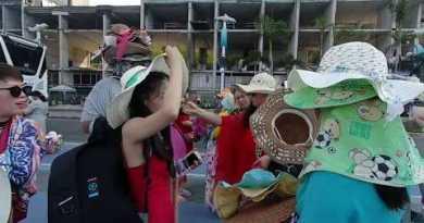 Thai Sellers Around Chinese language Vacationers In Pattaya Bali Hai