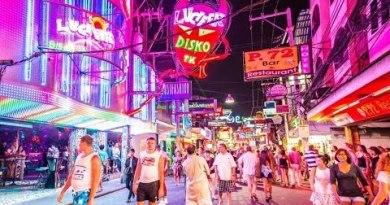 Strolling Avenue Pattaya Night Life