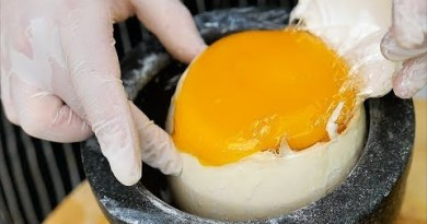 Thai Food – GIANT EGG SURPRISE Bangkok Thailand
