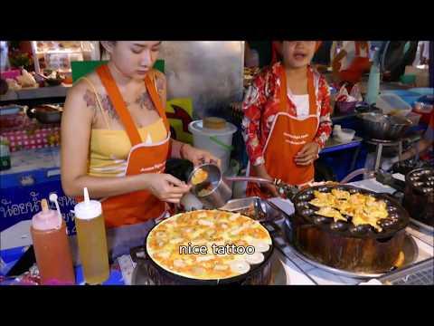 Streetfood Pad Thai at Night time Market in Pattaya