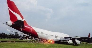 Boeing 747 Atomize in Bangkok   Miracle in Thailand   Qantas Flight 1