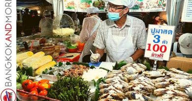 THAILAND Evening Avenue Meals Market BANGKOK