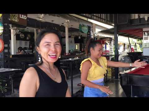 Talking to the ladies at Ms Mojito bar in Pattaya. (Thailand October 2020)