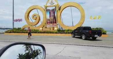 Pattaya Seaside Street chubby Dimension on Motorbike