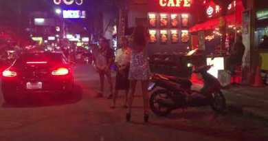 Pattaya Strolling Boulevard, night time scenes. (That is what it looks love)