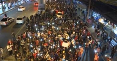 Thailand: Demonstrators march in Bangkok despite crackdown on state leaders