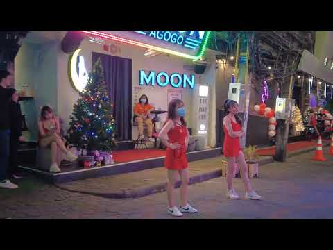 Pattaya walking boulevard Christmas eve heaps of girls 2020