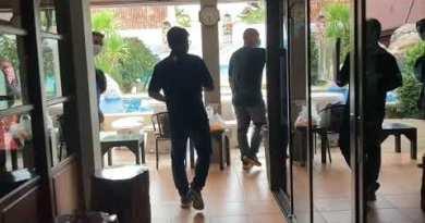 Police raid pool villa in Pattaya, get sixteen alleged unlawful gamblers violating Covid-19 tips