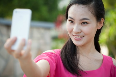 Avoid showing too many selfies on Facebook as it can be a turn-off to men.