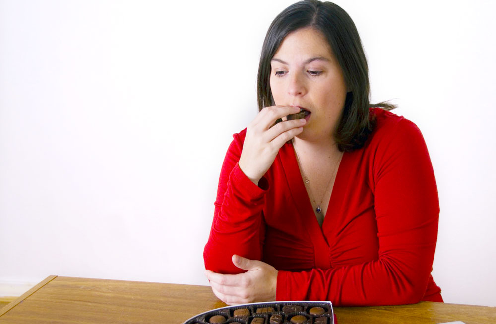 Woman emotionally eating when she's not hungry