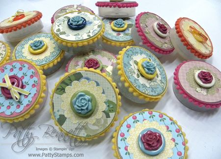 Button containers 1