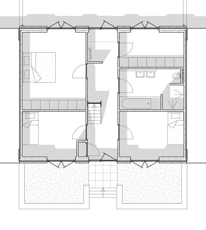 Zwart wit afbeelding van de begane grond. Hier zijn de slaapkamers , badkamer, bijkeuken en de voor en achter entree van de woningen.