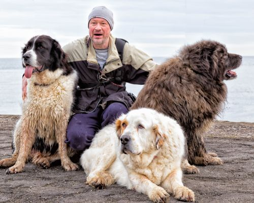 Man and his three dogs, Paddy's Hole