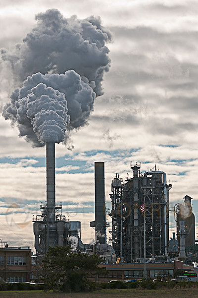 © Paul Conrad/San Antonio Express-News - The Tesoro Anacortes refinery in Anacortes, Wash.