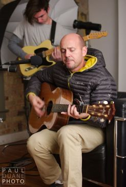 Singer / songwriter Peter Breinholt