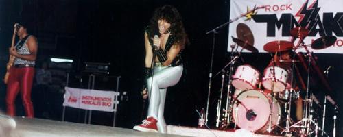 Massakre abre las presentaciones de Van Halen (2)