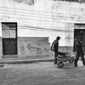 Men wheelbarrows-Walking in Merida, MX-Birgit Pauli-Haack
