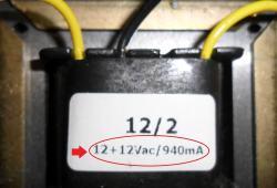 Etiqueta mostrando os parâmetros do transformador