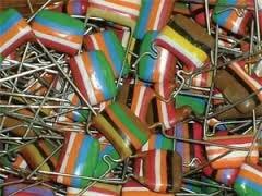 """Capacitores """"zebrinha"""" da Philips da década de 80"""