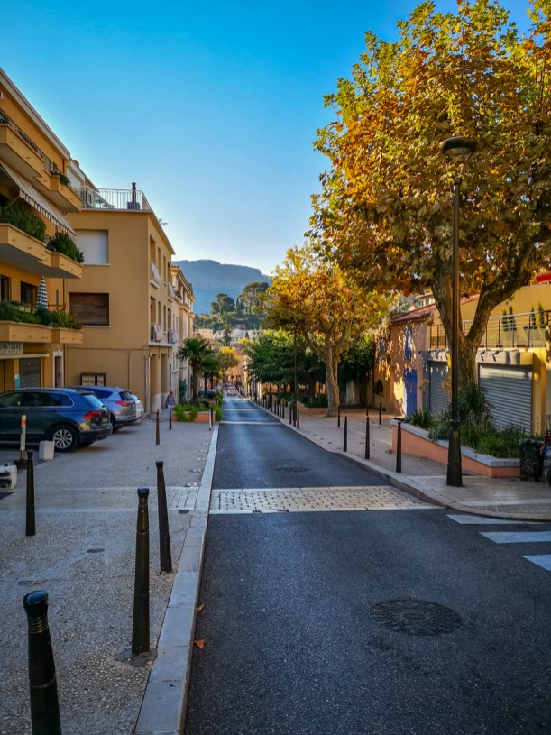 Cassis streets bike touring