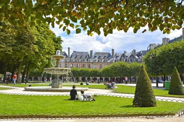 frankrijk-parijs-plece-des-vosges