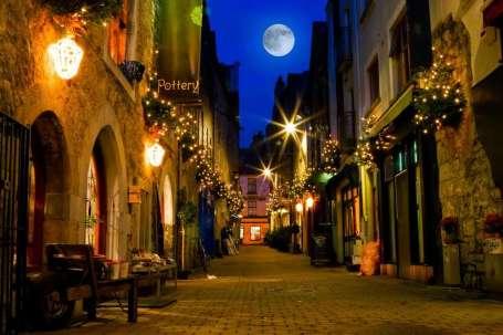 Ierland Galway straatje avond