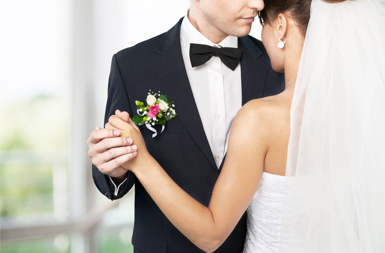 Ihr Hochzeitstanz kann ein wunderbar inniger Moment sein. Foto: www.BillionPhotos.com/Shutterstock.com